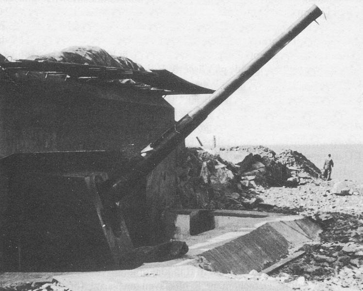 File:Batteri Roten 15 cm pjäs 1940-tal.jpg