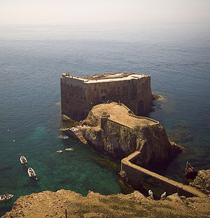 Fort of São João Baptista (Berlengas) - A view of the Fort, with the cove and anchorage allowing access to the island