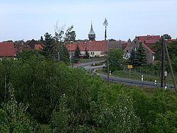 Blick auf Grießen mit Turm der Wehrkirche.jpg
