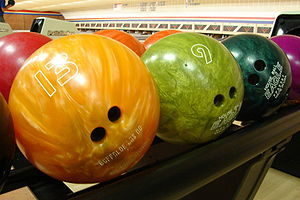 Bowlingballs on ball return