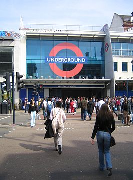 Brixton Tube 2006-04-22.jpg
