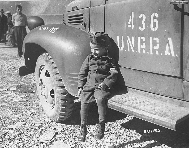 Четырёхлетний Юзеф Шляйфштайн в Бухенвальде вскоре после освобождения лагеря американцами