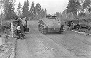Bundesarchiv Bild 101I-004-3617-30A, Russland, Schützenpanzer Sd.Kfz. 250