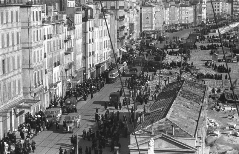 Bundesarchiv Bild 101I-027-1477-29, Marseille, Hafenviertel. Deportation von Juden