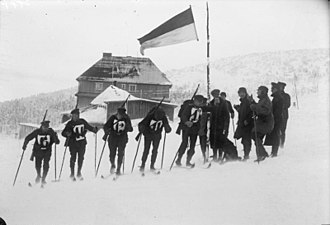 Ski mountaineering - Start of a German Reichswehr military training patrol team in the Giant Mountains, 1932.