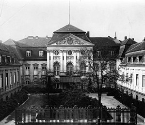 Reich Chancellery - The main building and the small courtyard of the Old Reich Chancellery at its former location on Wilhelmstraße (now demolished).