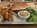Burger & Wine (Lyon) - Hamburger.jpg