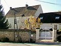Bury (60), hameau de Mérard, manoir du XIIIe siècle 2.jpg