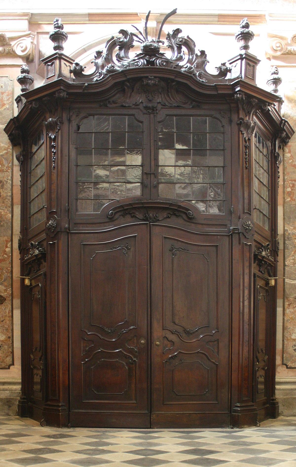Bussola architettura wikipedia for Arredo chiesa