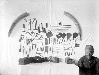 Goldsmith - Karo goldsmith and his tools