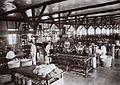 COLLECTIE TROPENMUSEUM Mechanische weverij in de Textielinrichting Bandoeng TMnr 60016839.jpg