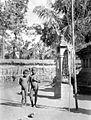 COLLECTIE TROPENMUSEUM Twee Balinese kinderen TMnr 10005113.jpg