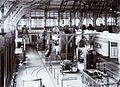 COLLECTIE TROPENMUSEUM Zenderzaal met grote boogzenders van Radiostation Malabar TMnr 60019337.jpg