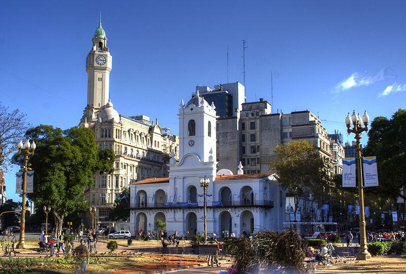 File:Cabildo-Plaza-HDR.jpg