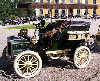 Tonneau - 1905 Cadillac Model C rear-entrance tonneau with tonneau cover