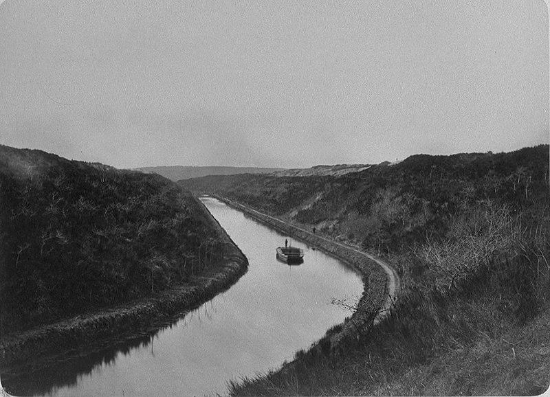 File:Canal de Nantes à Brest Tranchée de Glomel J. Duclos.jpg