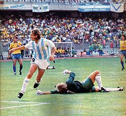 Argentina e Brasil nas oitavas de final da Copa do Mundo de 1990. A  Argentina venceu por 1 x 0 com o gol de Claudio Caniggia 5a2f7b1d3bda7