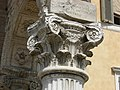 Capitello monumento Niccolò III Ferrara.jpg