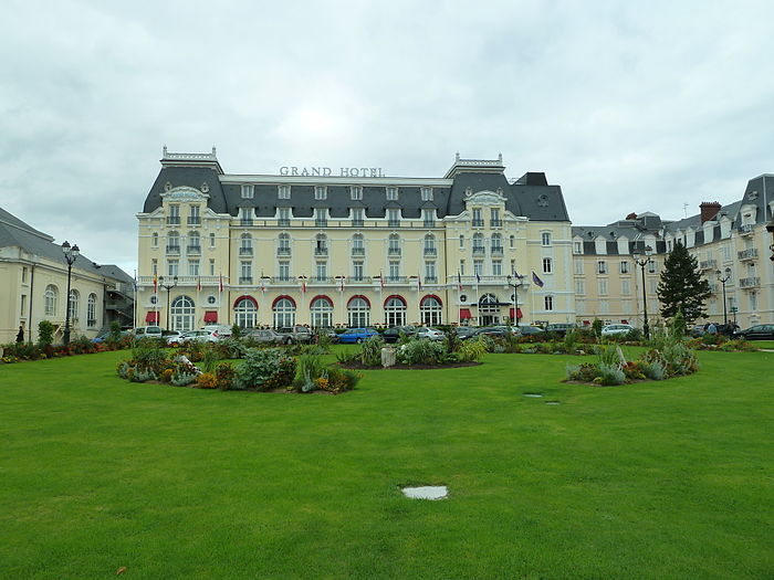Casino monument historique cabourg myopenweek for Hotel piscine cabourg