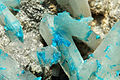 Cavansite sur stilbite (Poonah, Maharashtra - India) 4.jpg