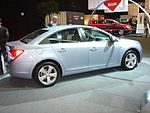 Chevrolet Cruze (side quarter view).JPG