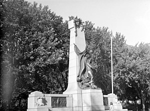 La Fontaine Park - Monument to Dollard des Ormeaux in 1943