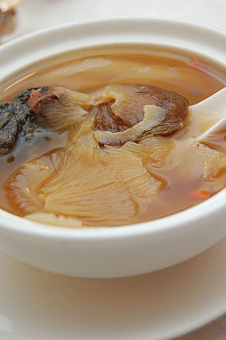 Zuppa di pinne di squalo