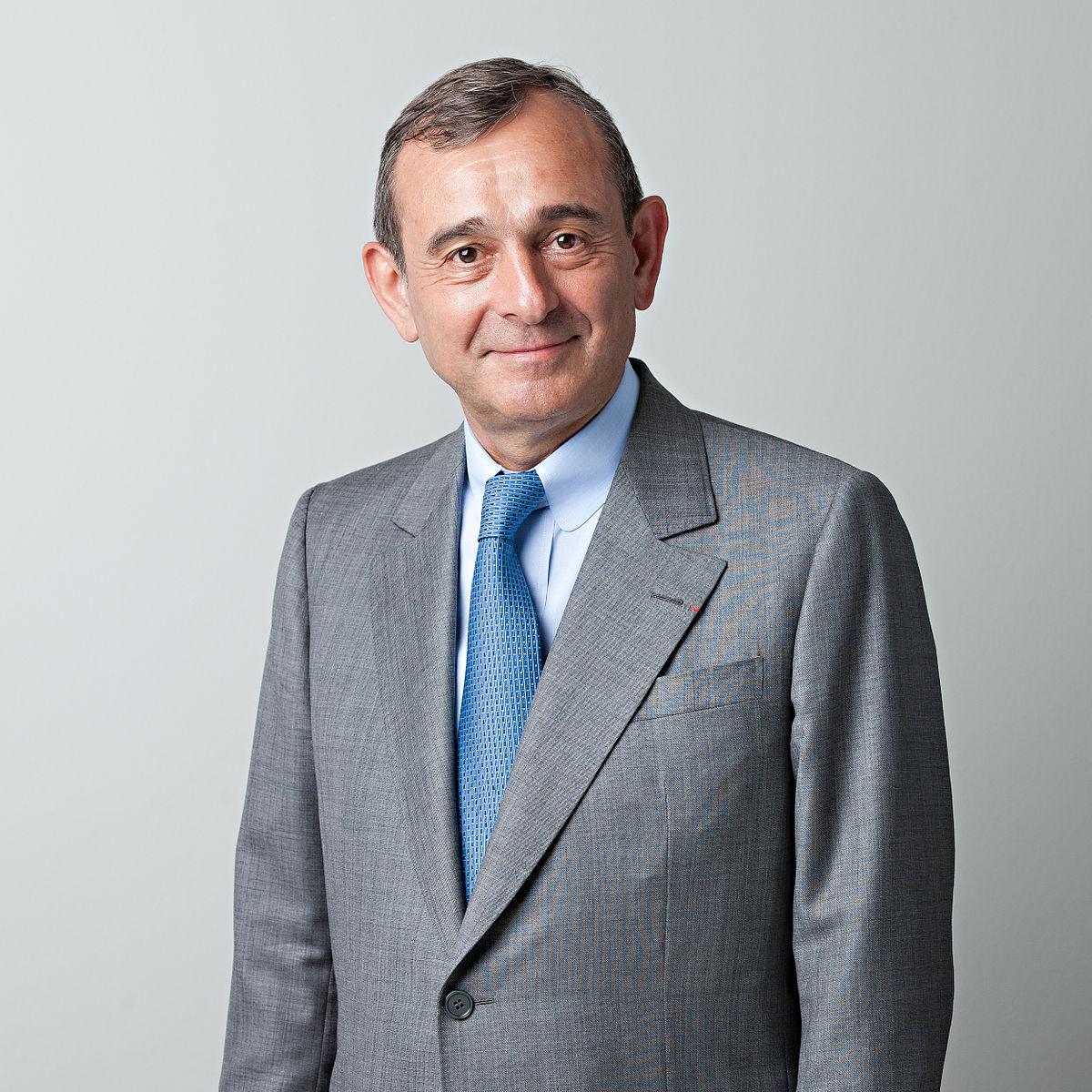 1200px-Claude_Dauphin%2C_CEO_Trafigura.j