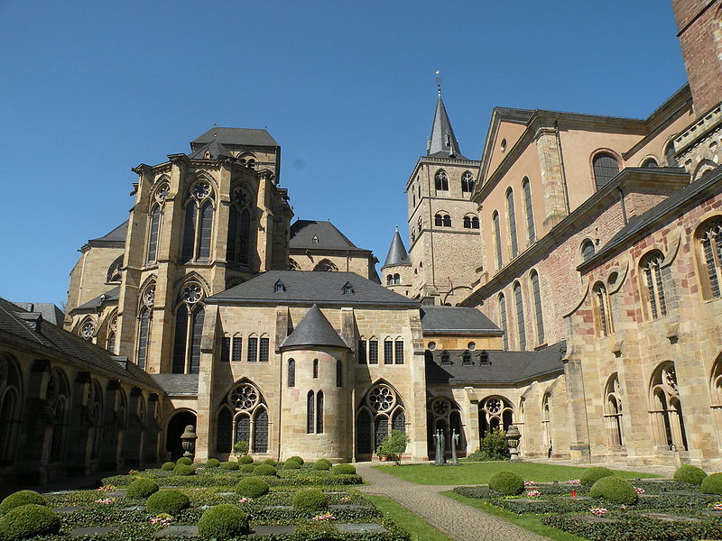 File:Cloister of the Cathedral of St. Peter (Trier) 04.JPG