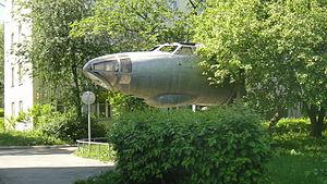 кабина самолёта Ту-16 во дворе дома на ул. 40 лет Октября. В данный момент самолёт демонтирован.