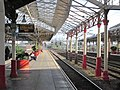 Crewe Station Platforms Looking South (geograph 5096633).jpg