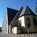 Das Schieferdach von St. Gertrud bildet ein Kreuzzeichen. - panoramio.jpg