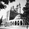 De moskee Ar-Rahman in aanbouw - Stichting Nationaal Museum van Wereldculturen - TM-20011815.jpg