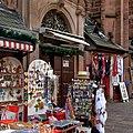 Devotionalien und Klamotten an der Heiliggeistkirche in Heidelberg.jpg