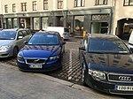 Diagonal parking on cobblestones (43866248802).jpg