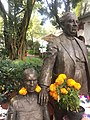 Diego Rivera and Frida Kahlo statue.jpg