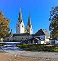 Diex Pfarrkirche hl Martin mit Wehrkirchhof und Pfarrhof 01112011 105.jpg