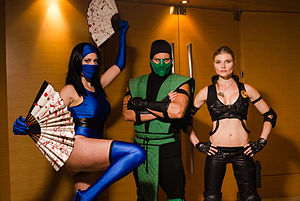 Mortal Kombat - Cosplayers of Kitana, Reptile and Sonya Blade at Dragon Con 2012