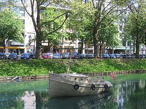 Drupa Düsseldorf, Papierboot auf dem Kö-Graben (Mai 2012) 2.jpg