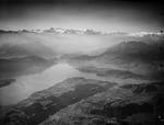 ETH-BIB-Meggen, Luzern, Pilatus, Stanserhorn, Berneralpen, Vierwaldstättersee v. N. O. aus 3000 m-Inlandflüge-LBS MH01-008003.tif