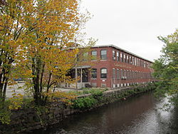 Earnscliffe Woolen-Paragon Worsted Company Mill, Providence RI.jpg
