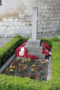 Edith Cavell's grave, Norwich Cathedral, England.JPG