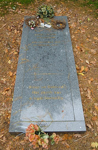 Edith Thompson and Frederick Bywaters - Thompson's grave in Brookwood Cemetery