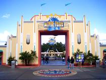 Eingangspforte moviepark.png