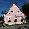 Eins muss man lassen, Das rosa Haus in Köttensdorf fällt auf. - panoramio.jpg