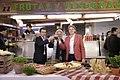 El Ayuntamiento subvenciona con medio millón de euros la remodelación del mercado de Tetuán (06).jpg