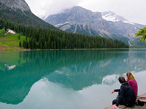 Emerald Lake (British Columbia) - Image: Emerald Lake 01