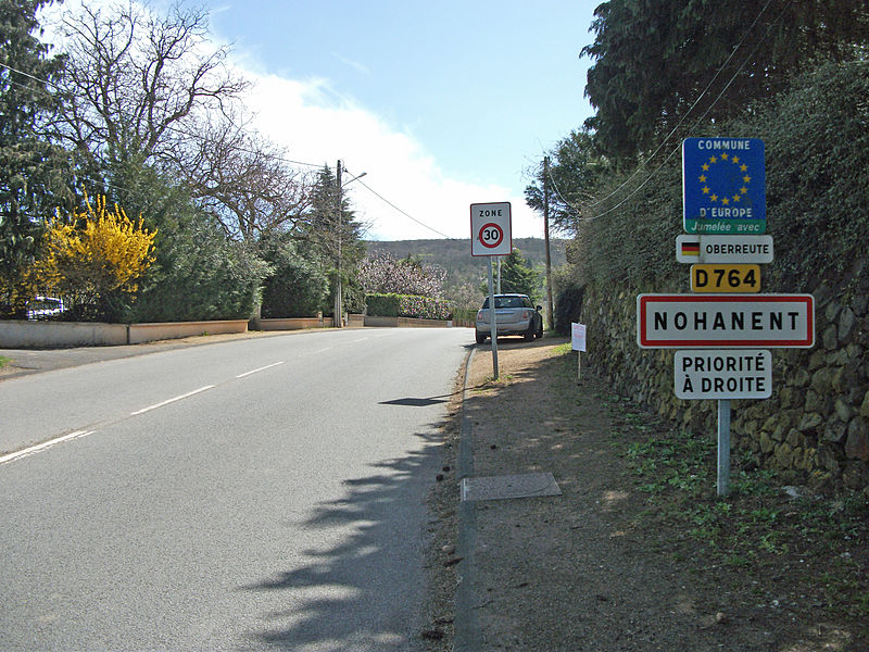 Entrance of Nohanent par departmental road 764 from Sayat