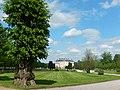 Ericsbergs slott med träd.JPG