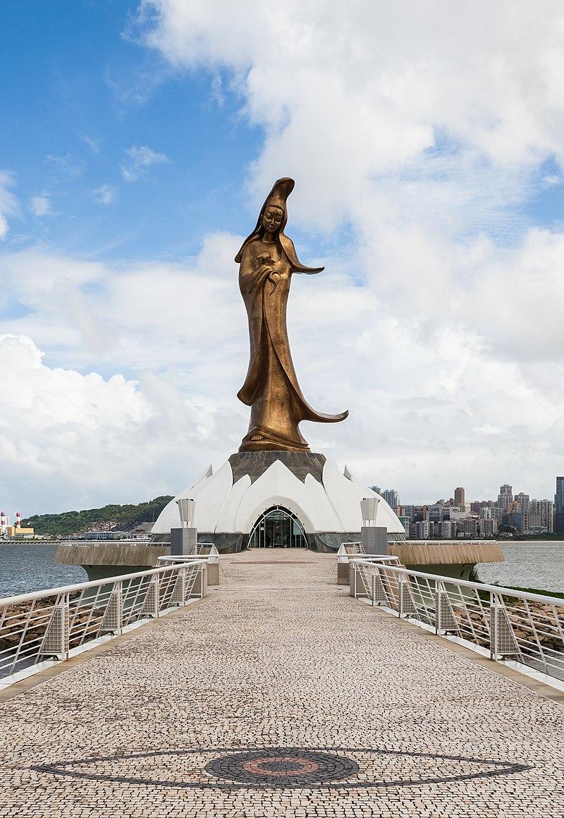 Estatua de Guan Yin, Macao, 2013-08-08, DD 03.jpg